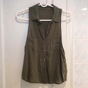 Tops - Army green button up tank top